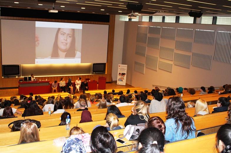 Ungdomsrådet presenterer for elever fra videregående skoler